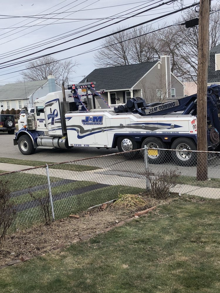 Towing business in Hampton Bays, NY