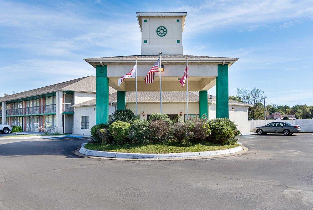 Econo Lodge: 150 Valley St, Arkadelphia, AR