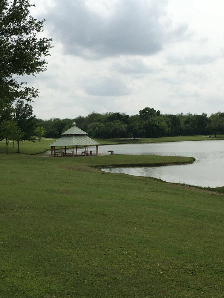 Breckenridge Park: 3400 Park Vista Rd, Richardson, TX