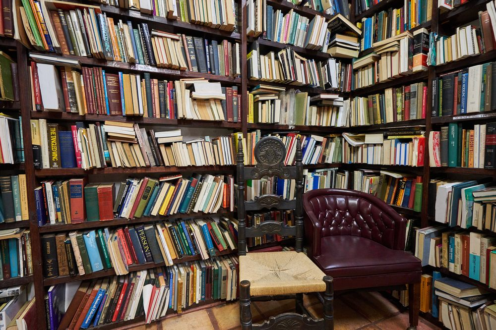 Becker's Books: 7405 Westview Dr, Houston, TX