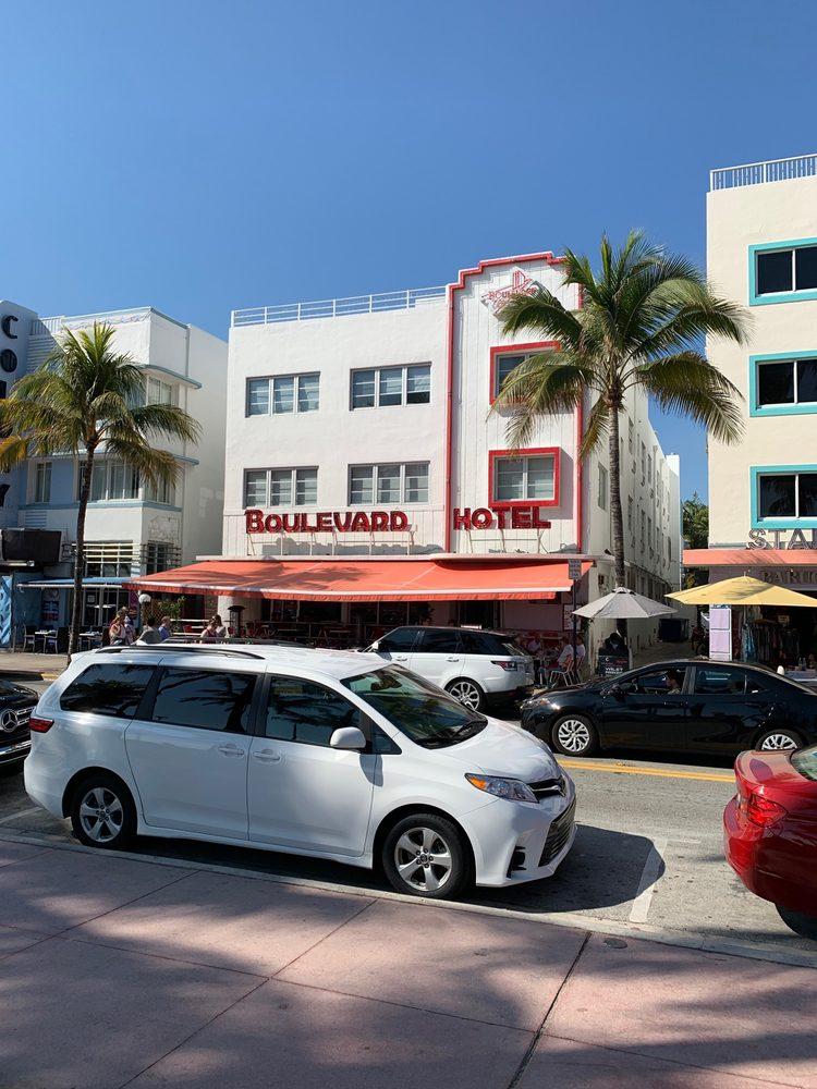 Boulevard Restaurant and Hotel