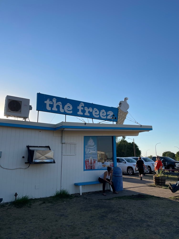 Tastee Freez: 410 19th St S, Moorhead, MN
