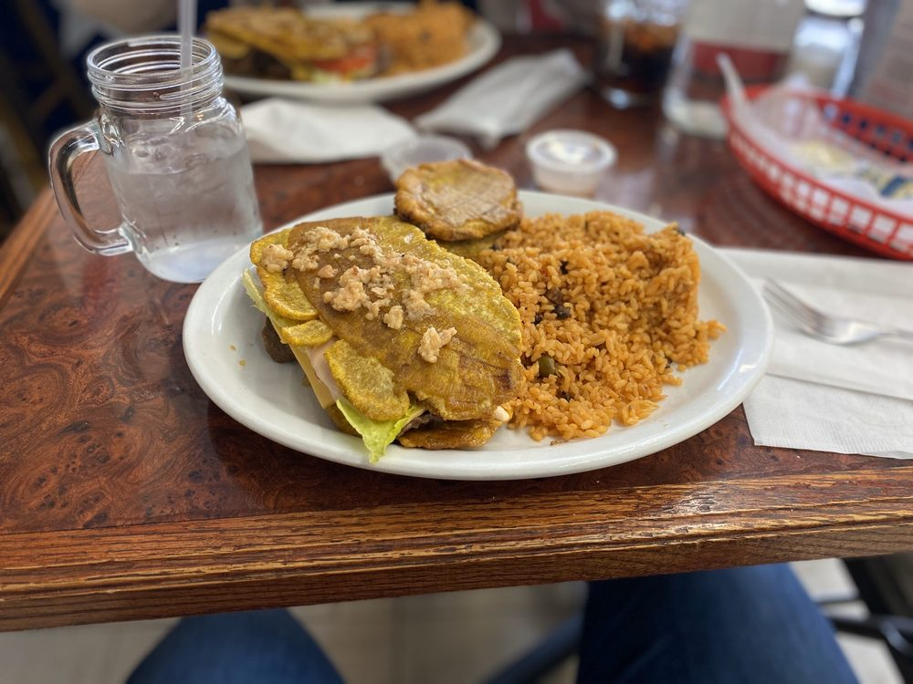 Yami's Puerto Rican Cuisine: 2234 Green Bay Rd, North Chicago, IL
