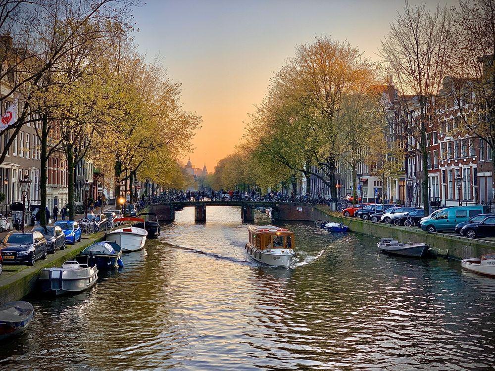 Dam Square: Damstraat 1, Amsterdam, NH