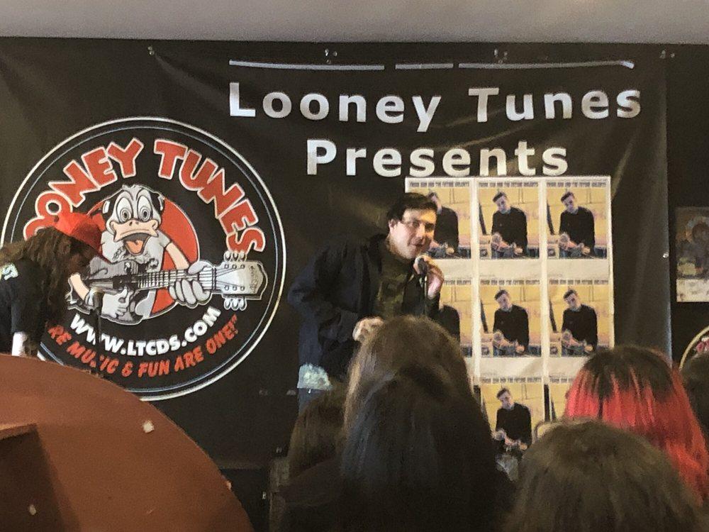 Looney Tunes: 31 Brookvale Ave, West Babylon, NY