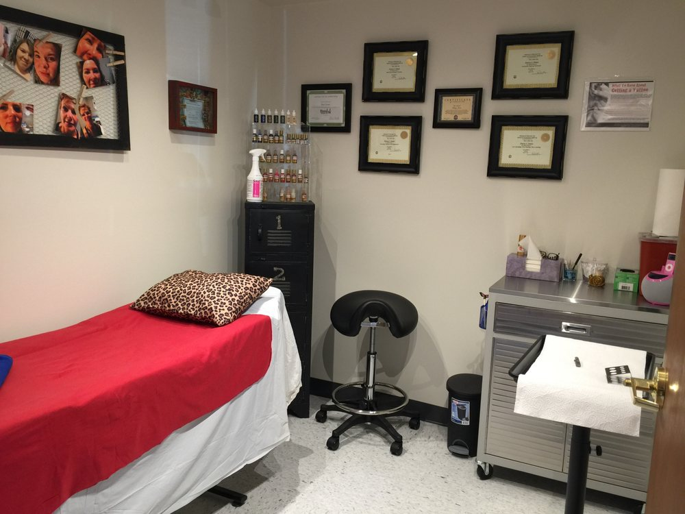 Permanent Makeup by Stacy: 1206 North Cunningham Ave, Urbana, IL