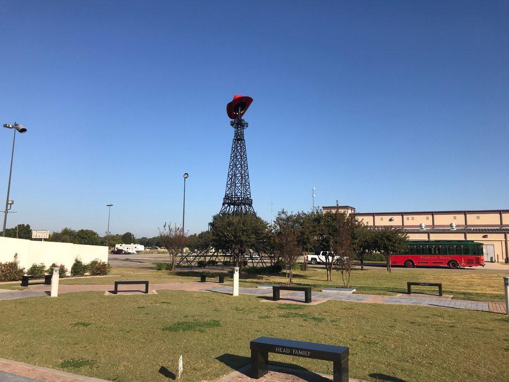 Eiffel Tower: 2025 S Collegiate Dr, Paris, TX