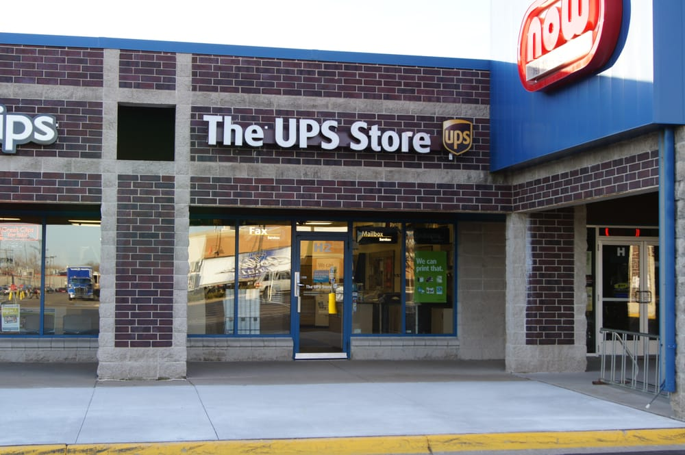 The UPS Store: 3673 Lexington Ave N, Arden Hills, MN