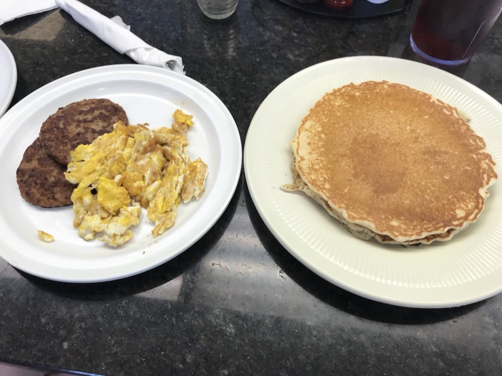 Penny's Diner: 1051 N Market St, Hearne, TX