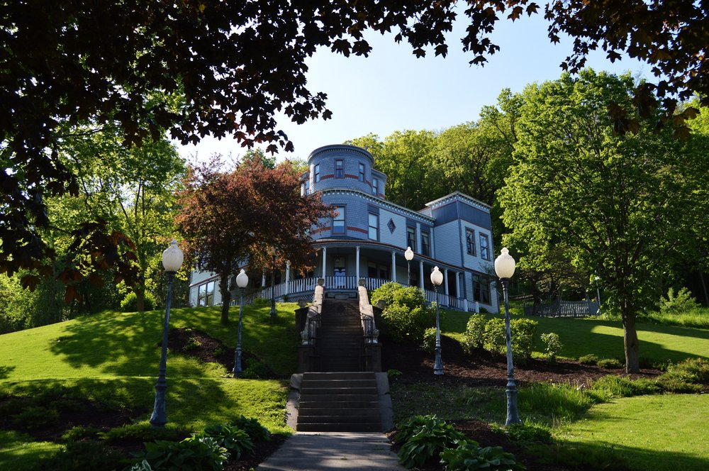 Mont Rest Inn: 300 Spring St, Bellevue, IA