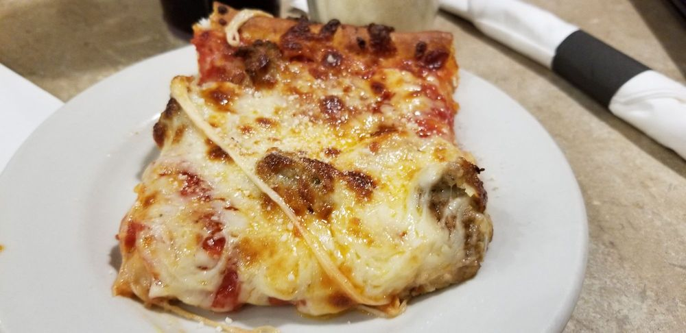 Belleria Pizza: 882 W Liberty St, Hubbard, OH