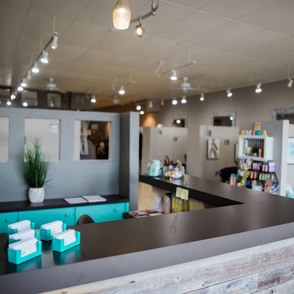 Headwaves Salon: 5913 R St, Little Rock, AR