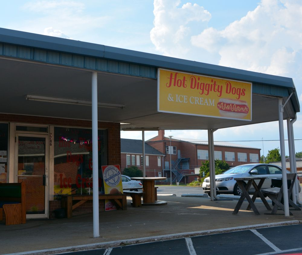 Hot Diggity Dogs and Ice Cream: 7786 NC Hwy 801 S, Cooleemee, NC