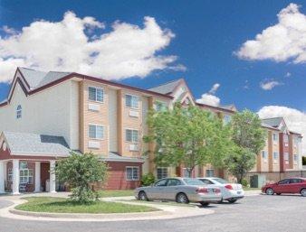 Days Inn & Suites by Wyndham Hutchinson: 1420 North Lorraine Street, Hutchinson, KS