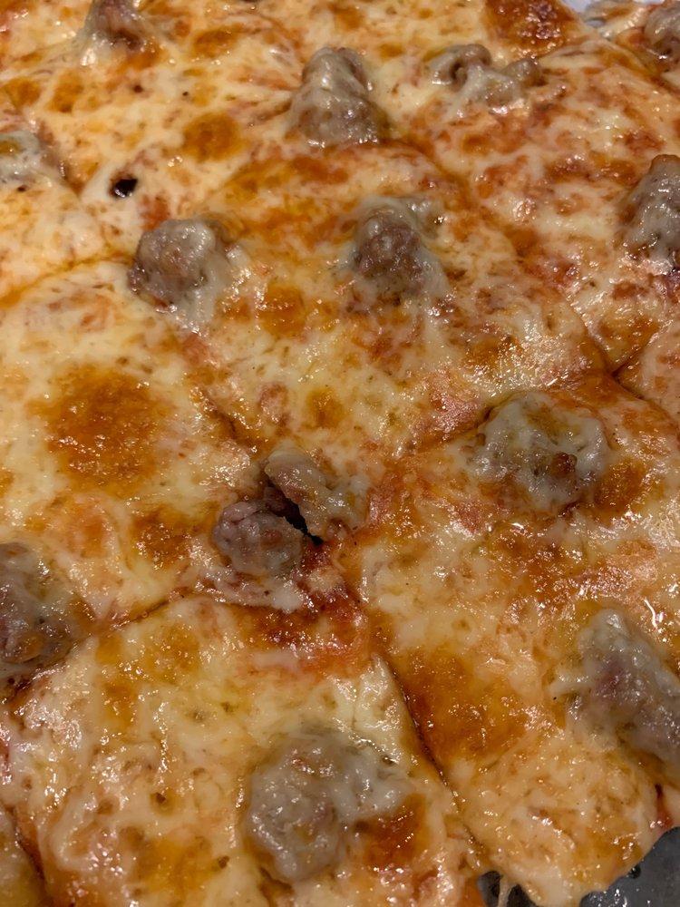 Pizza Pub: 1402 Lake Shore Dr E, Ashland, WI