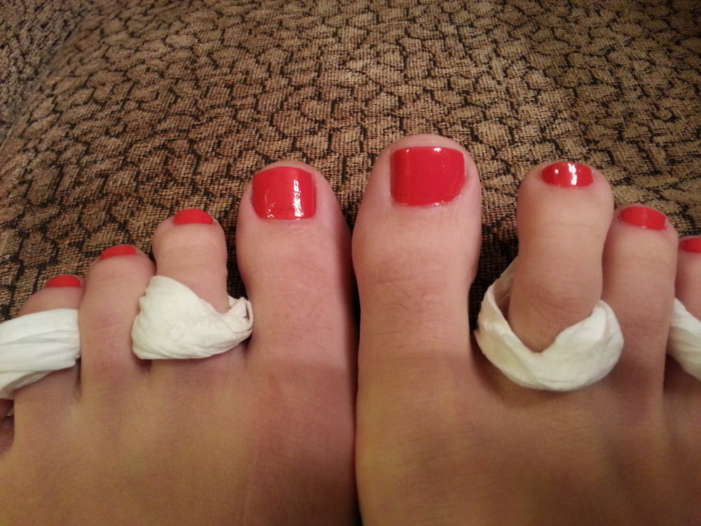 Kim cut almost half of my right toenail off! It\'s extremely short ...