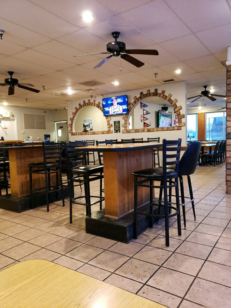 Thirsty's Bar and Grill: 11657 Kaw Dr, Bonner Springs, KS