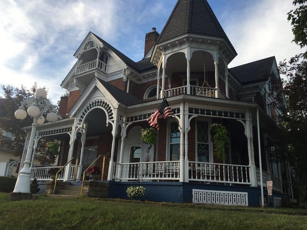 A Governor's Inn: 76 E Main St, Buckhannon, WV