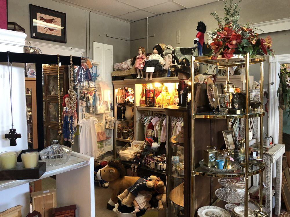 Oak Street Treasures: 200 W Oak St, Arcadia, FL