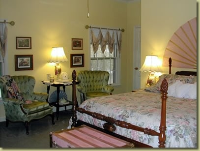 Beland Manor Bed & Breakfast: 1320 S Albert Pike Ave, Fort Smith, AR