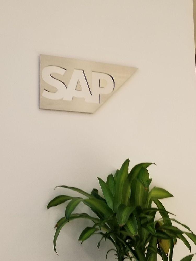 SAP suites Yankee stadium: 1 E 161st St, Bronx, NY