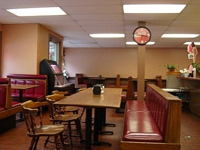 Pizza Palace: 111 Rockingham St, Bellows Falls, VT