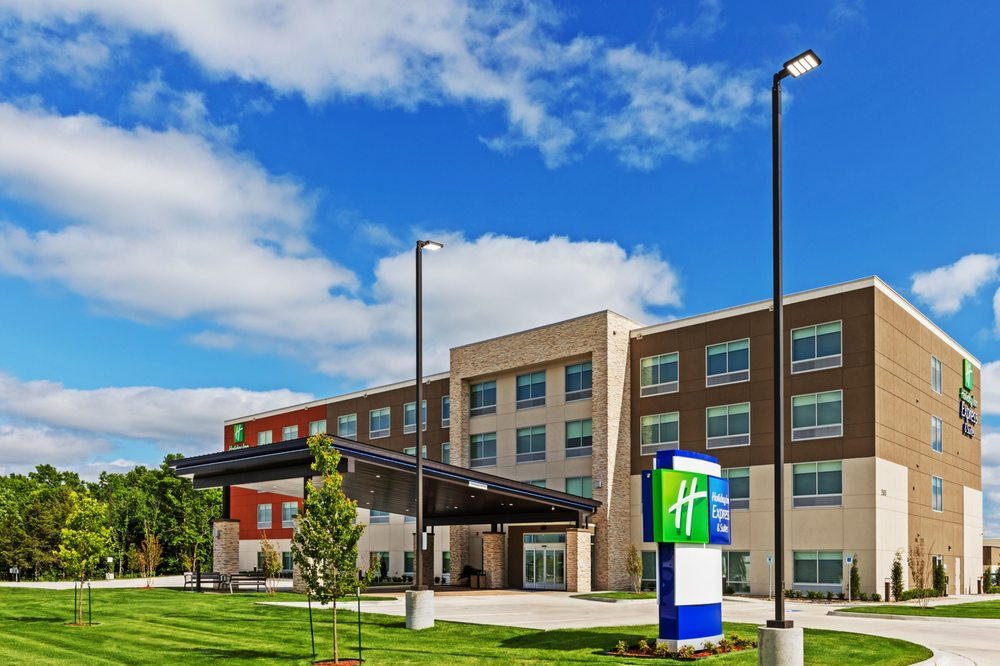 Holiday Inn Express & Suites Parsons: 1500 Cattle Dr, Parsons, KS
