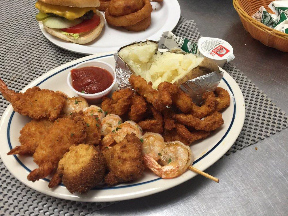 Hometown Family Restaurant: 1394 US 79, Dover, TN