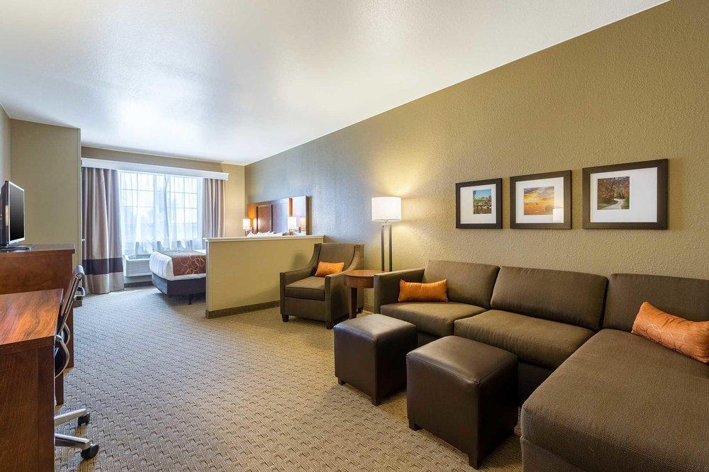 Comfort Suites: 1780 Stonegate Center Drive, Burlington, IA