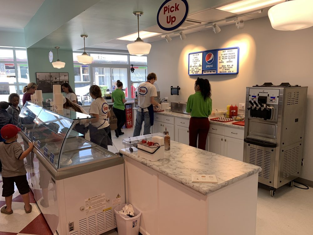 Snax Gourmet Ice Cream & Hot Dogs: 115 S Acline St, Lake City, SC