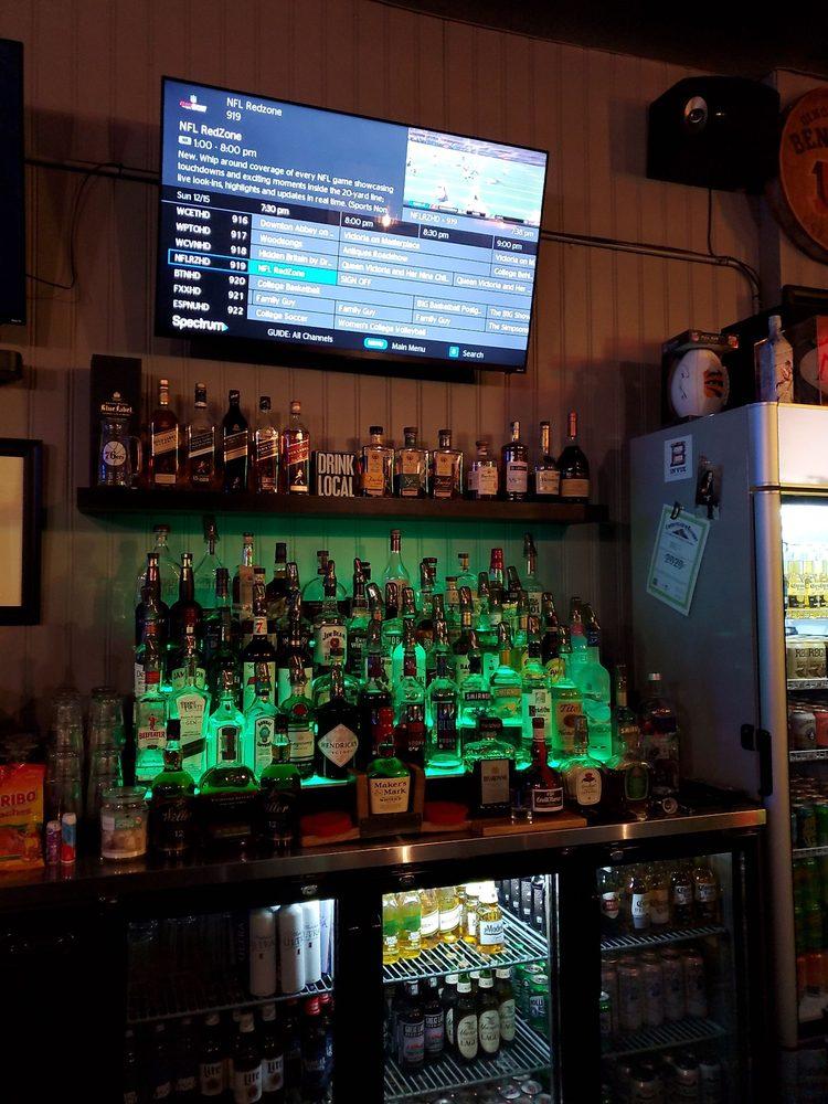 Danyelle's Bellevue Tavern: 615 Fairfield Ave, Bellevue, KY