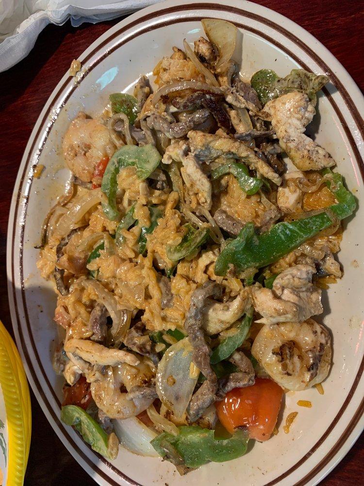 Candiles Mexican Restaurant: 301 7th St, Augusta, KS