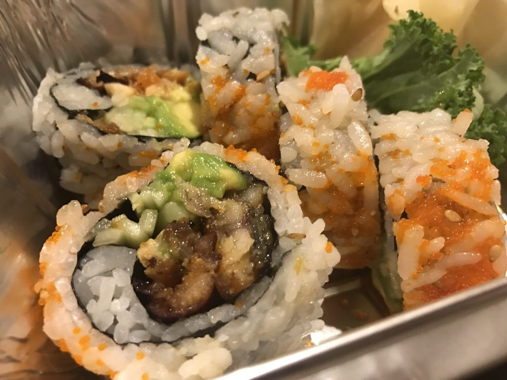 Umi Sushi: 177-13 Union Tpke, Fresh Meadows, NY