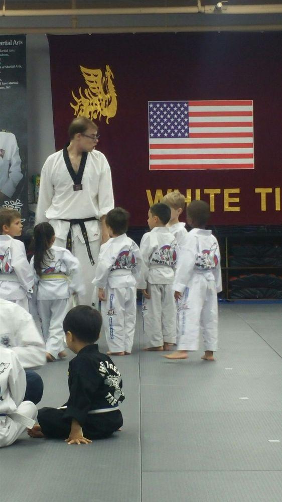 white tiger taekwondo - 562×1000