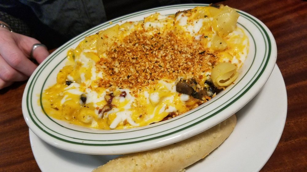 The Waterfront Pub and Grill: 408 State Rd 50, Delavan, WI