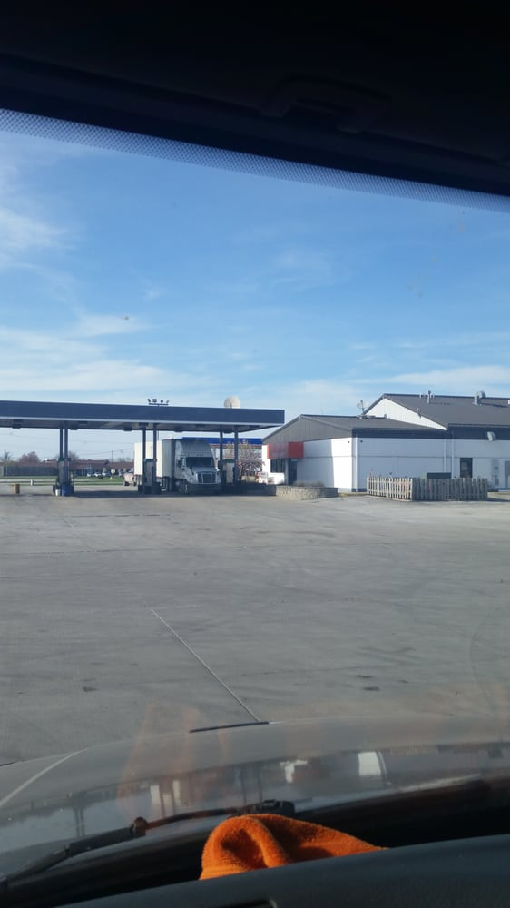 Moberly Travel Center: 600 E Highway 24, Moberly, MO