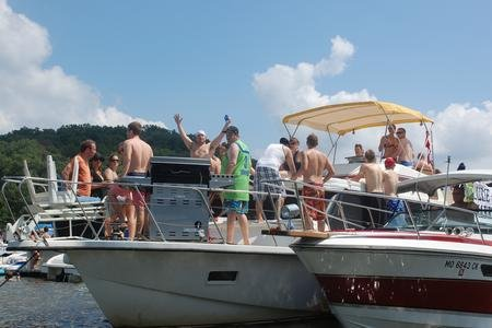 Party Cove Boat Charters: Osage Beach, MO
