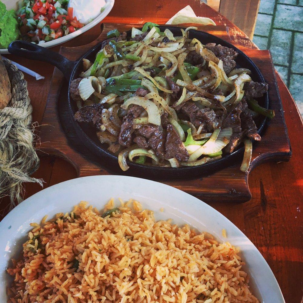 Alfredo's Mexican Restaurant: 2202 US Highway 281 S, Lampasas, TX