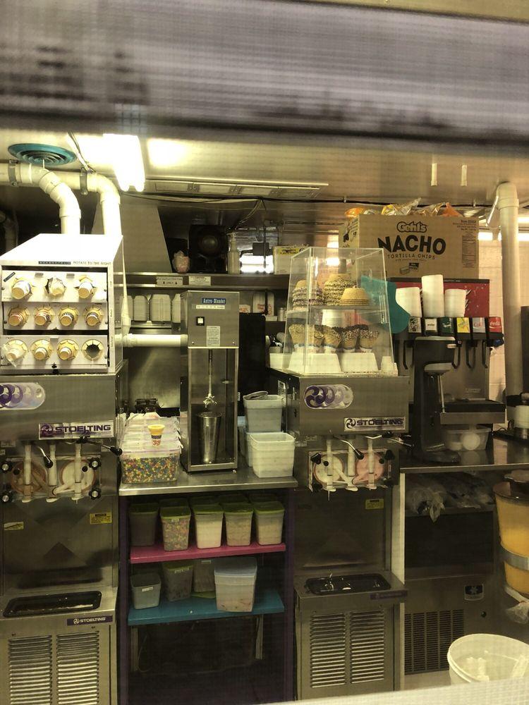 Dairy Freezzz: 24806 Van Dyke Ave, Center Line, MI