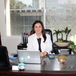 Sawsan W Jamil Md 10 Photos 28 Reviews Obstetricians