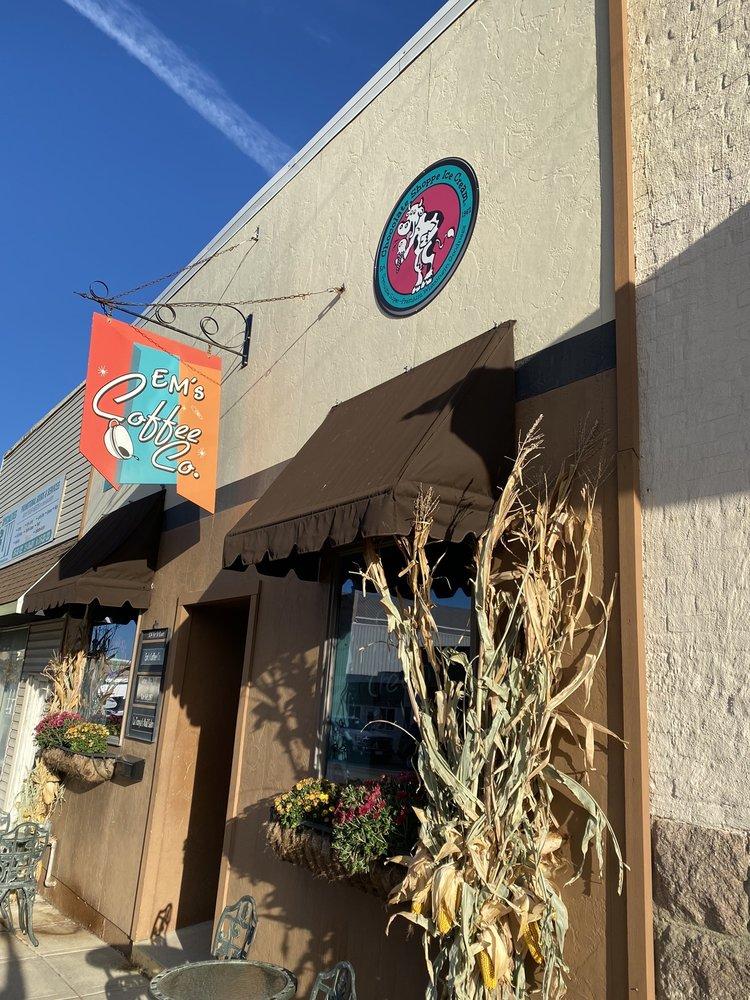 Em's Coffee: 324 1st St E, Independence, IA