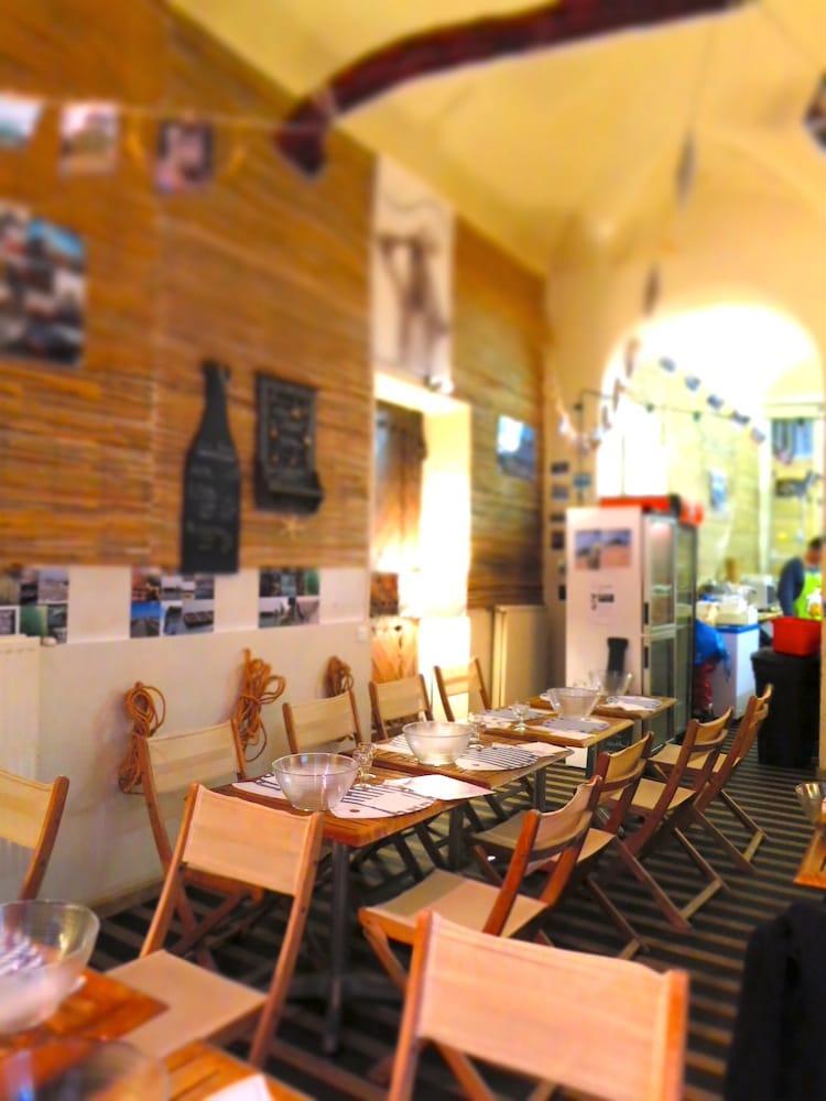 La cabane a huitres du cur closed seafood pentes de for 9 rue du jardin des plantes 69001 lyon