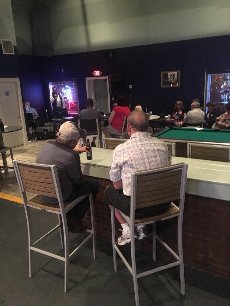Lefty's Lounge: 8122 Preston Hwy, Louisville, KY