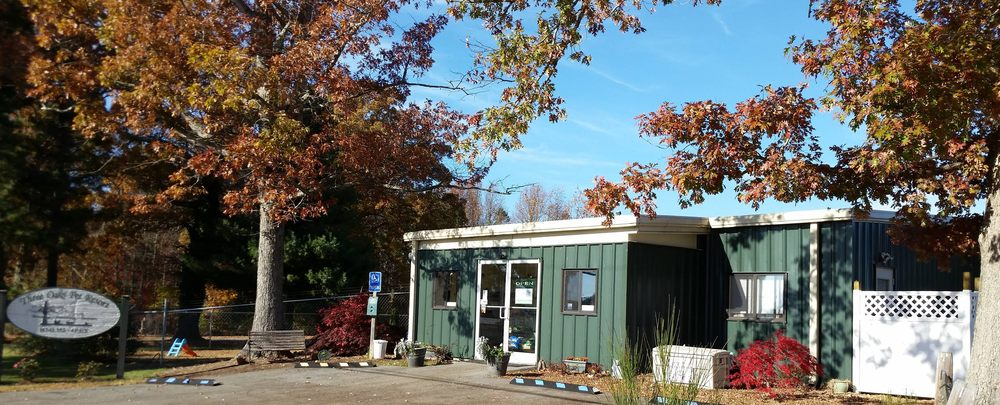 Three Oaks Pet Resort: 2740 Layne St Ext, Farmville, VA