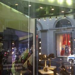 Fratelli rossetti negozi di scarpe via montenapoleone for Negozi di belle arti milano