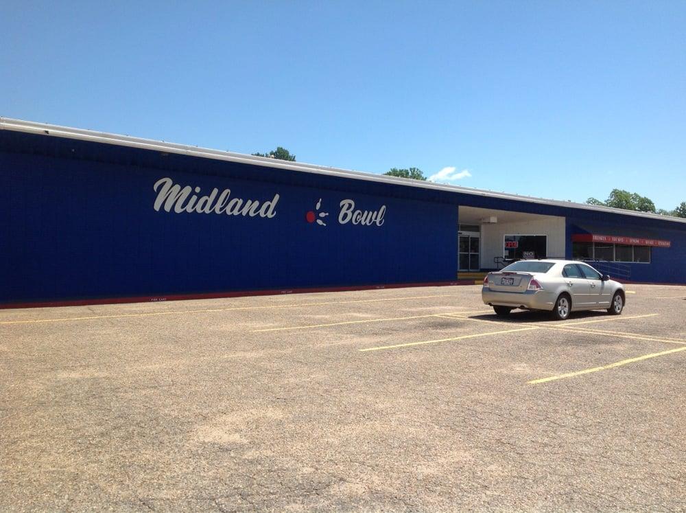 Midland Bowl: 2600 N 32nd St, Fort Smith, AR
