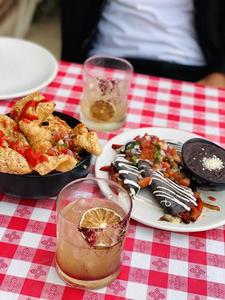 Que Onda Mexican Restaurant: 6701 N Northwest Hwy, Chicago, IL