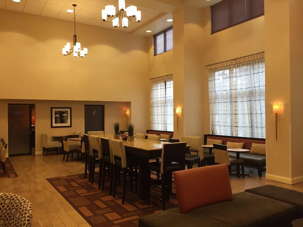 Hampton Inn & Suites Largo: 100 E Bay Dr, Largo, FL