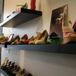 Queen's Shoes & More logo