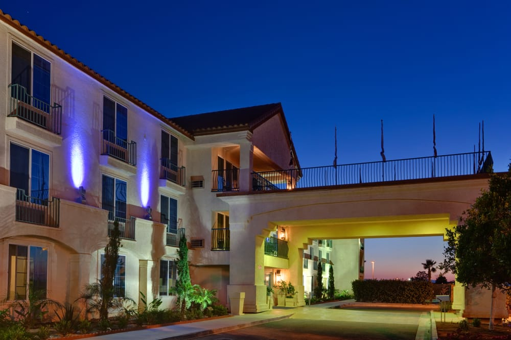 Holiday Inn Express - Calexico: 2501 Scaroni Ave, Calexico, CA
